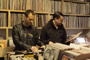 Piet Blank und Jasper Jones im Plattenladen